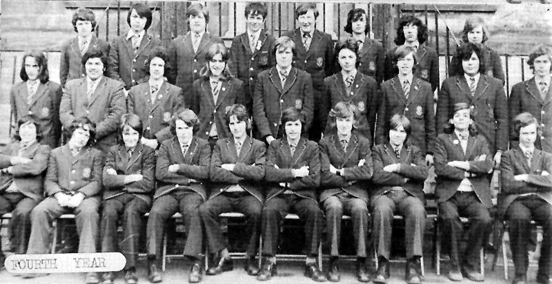 Class Photo Forth Year 1975.jpg - 4th year 1975.