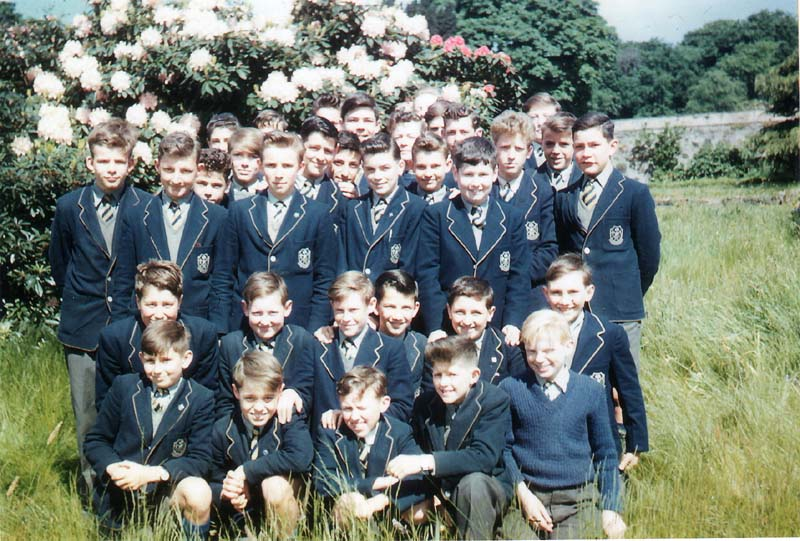 Class c1957.jpg - One of the few colour photos from the old school days. This one was taken back around 1967. Can you identify anyone in the photo? William Crane is in the middle of the second row from the front