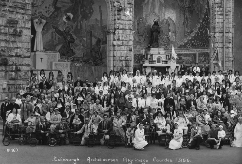 Lourdes66b.jpg - Here is the photo of the 1966 Edinburgh Pilgrimage which had  many Scotus and Craiglockhart pupils on it.