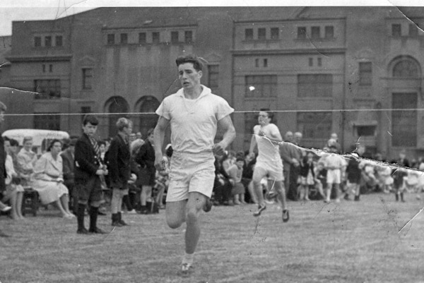roddy_Zentil.jpg - Roddy Zentil winning the 440 yrds in 1962