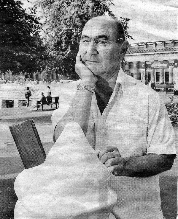 vic zaccardelli.jpg - Vic Zaccardelli pictured in Princess Street Gardens, The picture was taken from the local press.